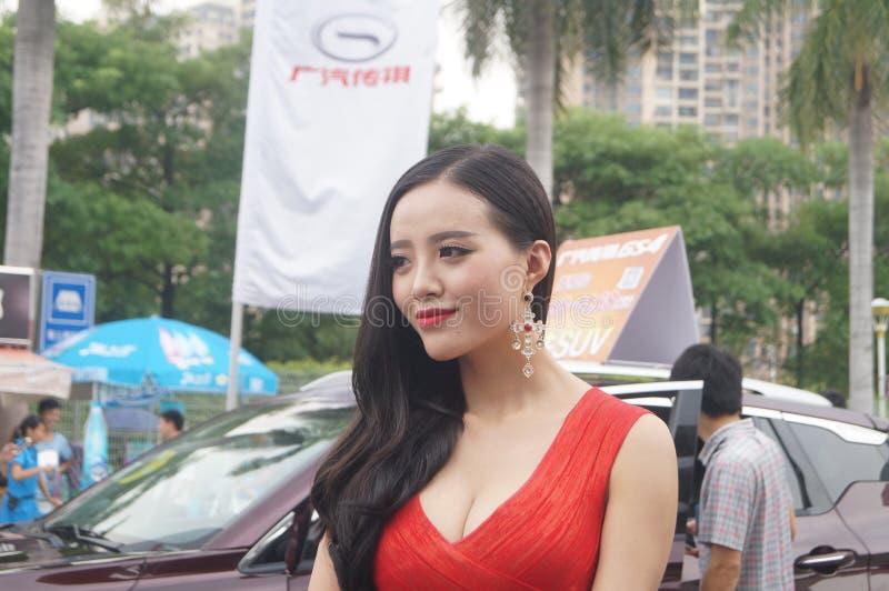 Shenzhen Kina: kvinnlig modellshow arkivbilder