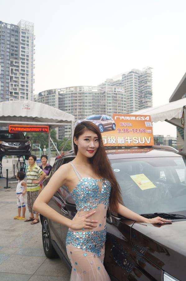 Shenzhen Kina: kvinnlig modellshow royaltyfri foto