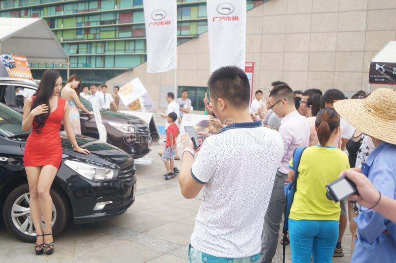 Shenzhen Kina: kvinnlig modellshow royaltyfri bild