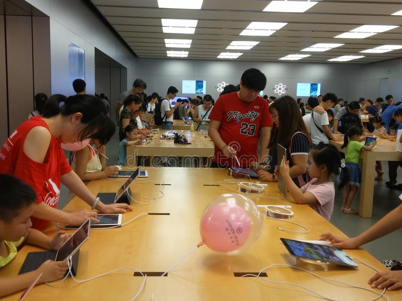 Shenzhen Kina: Lager för Apple mobiltelefonmonopol arkivbild