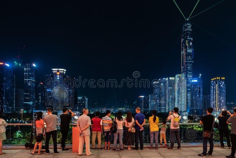 Shenzhen-Lichtshow zieht Touristen aus der ganzen Welt an lizenzfreie stockfotografie