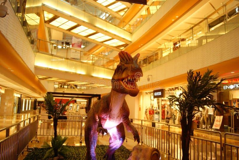Shenzhen, porcelana: exposição das esculturas do dinossauro imagens de stock
