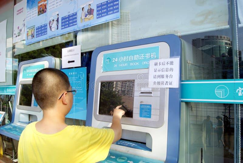Shenzhen porcelana: zaradności książkowa maszyna także 24 godziny dzień obraz stock