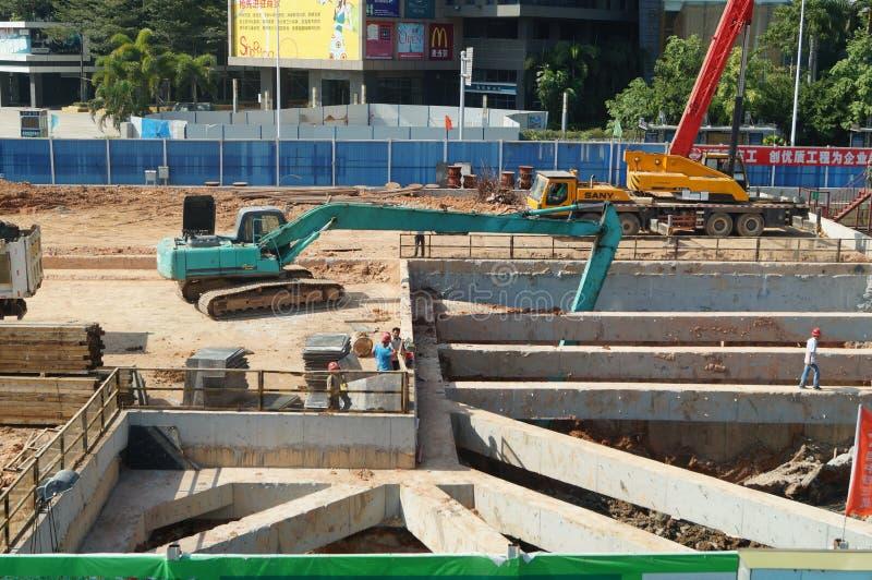 Shenzhen porslin: gångtunnelkonstruktionsplats royaltyfria foton