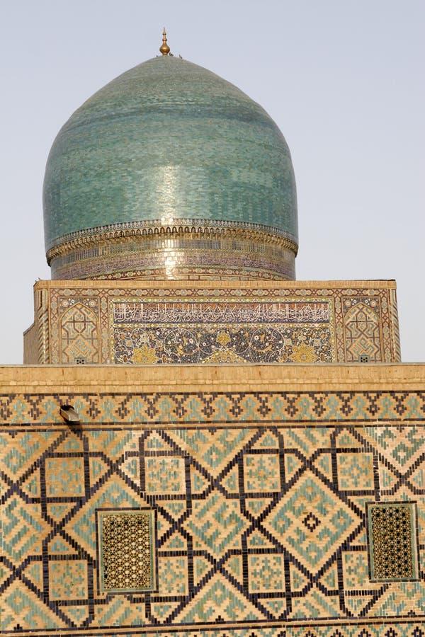 Sher Dor (leão) Medressa, o Registan, Samarkand fotos de stock royalty free