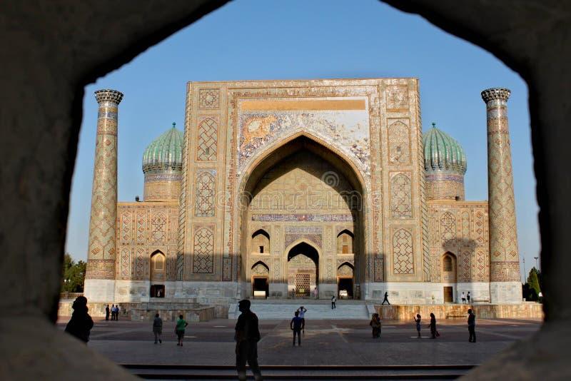 Sher Dor Medressa in Samarkand stockfotos