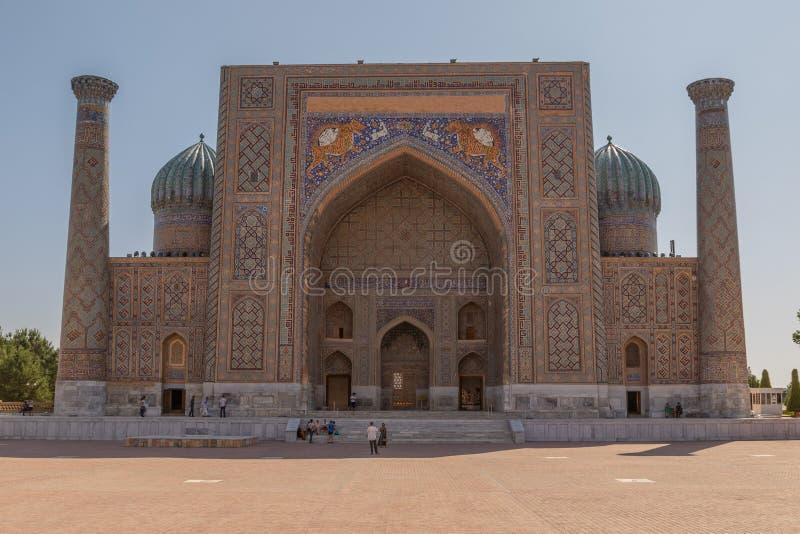Sher-Dormadrassah auf dem Registan-Quadrat in Samarkand stockfoto