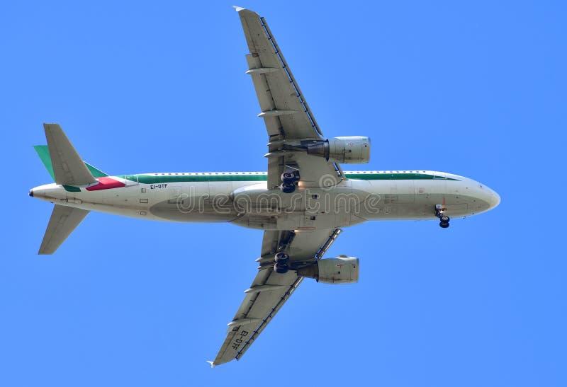 Sheremetyevo Rosja, Maj, - 09 2018 Aerobus linia lotnicza Alitalia fotografia stock