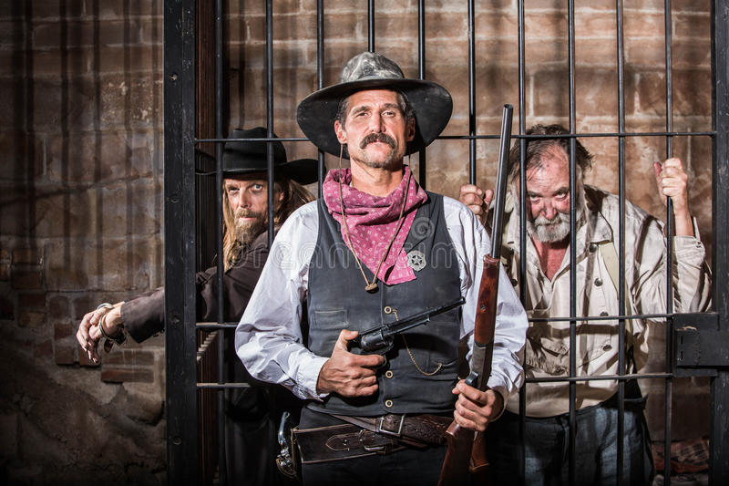 Sheriff Poses With Prisoner imagenes de archivo
