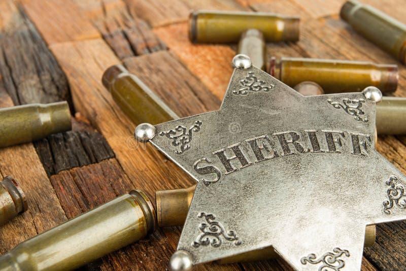 Sheriffkenteken en kogelsshell stock foto