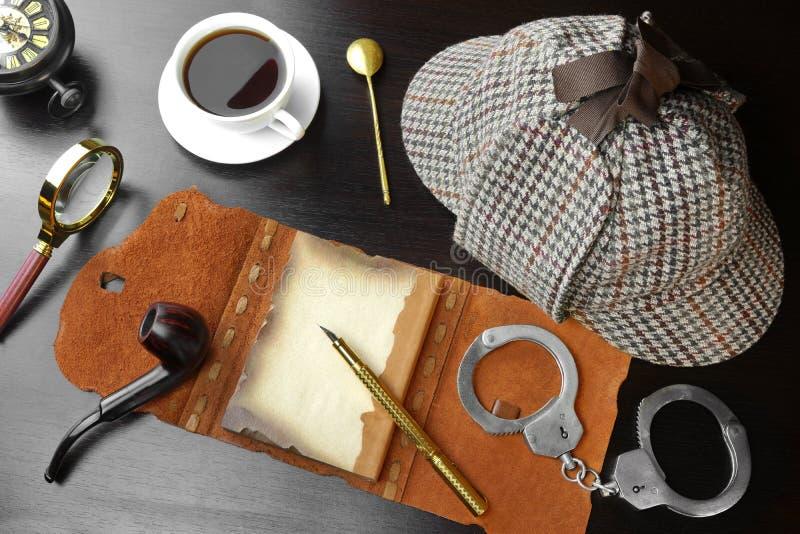 Sherlock Holmes Concept Ferramentas do detetive privado fotografia de stock royalty free