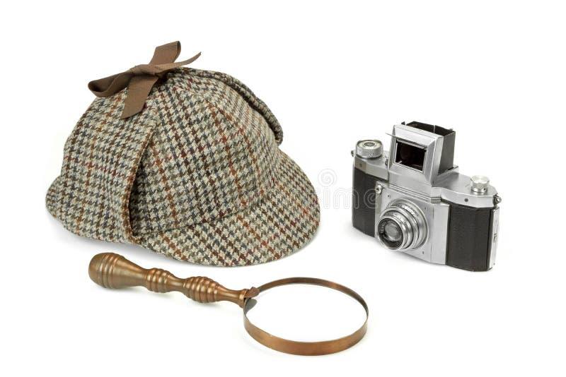 Sherlock Holmes Deerstalker Cap, tappningförstoringsglas och beträffande arkivbild