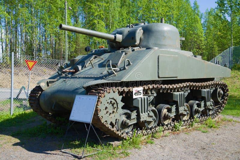 Sherman för ` M4 ` - amerikansk behållare av perioden av världskrig II i behållaremuseet Parola Finland royaltyfri fotografi