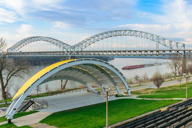 Sherman Minton Bridge - Nieuw Albany BINNEN - Louisville KY royalty-vrije stock fotografie