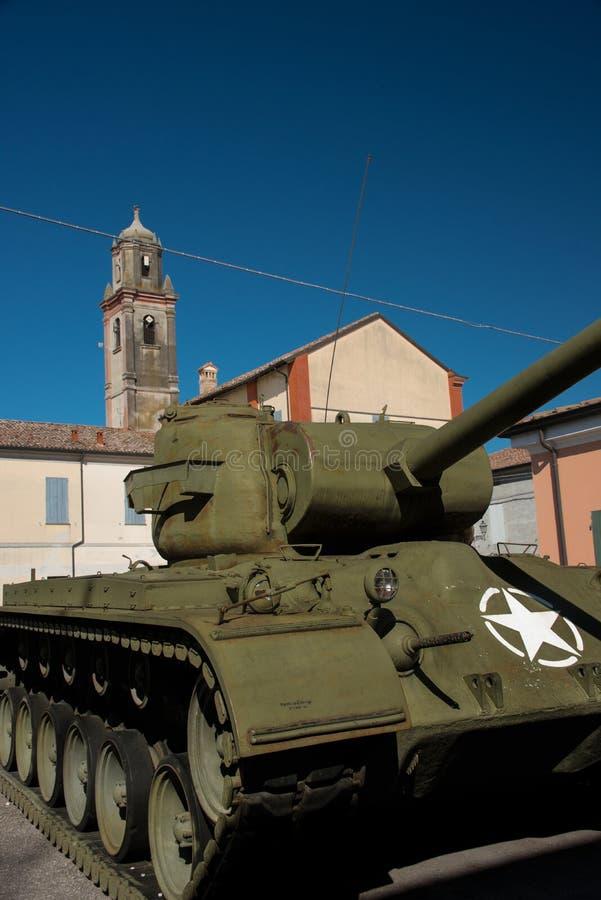 Sherman Tank framme av Don Camillo Museum, Brescello arkivbild
