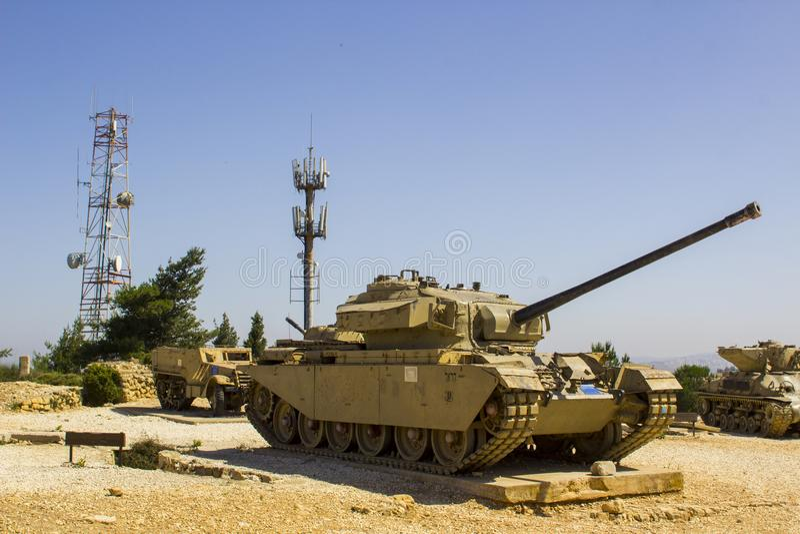 Sherman Tank rejeitado no monte Monum do radar de HarAdar fotografia de stock