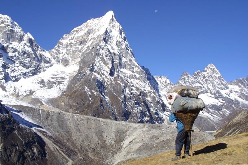Sherpa Himalaya - funzionando immagini stock libere da diritti