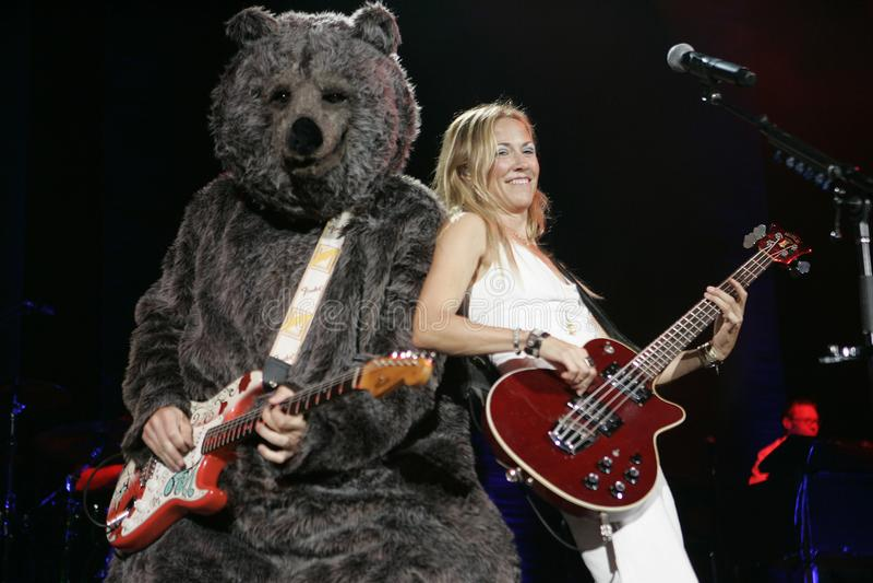 Sheryl Crow executa no concerto imagens de stock royalty free
