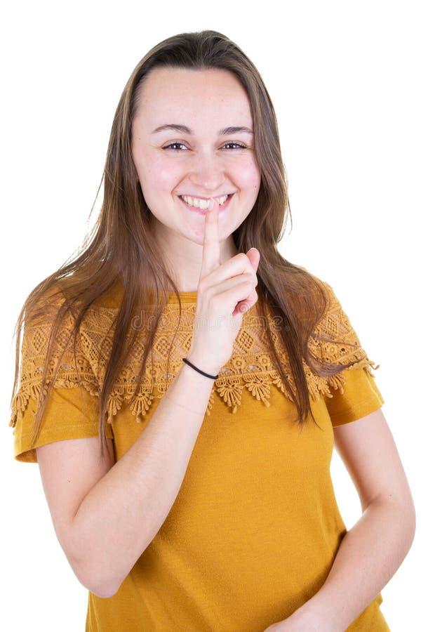 Shh mujer joven feliz que guarda su misterio y secretos para sí misma imagen de archivo