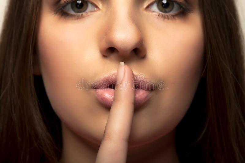 Shhhhh - uppehälletystnad royaltyfri foto