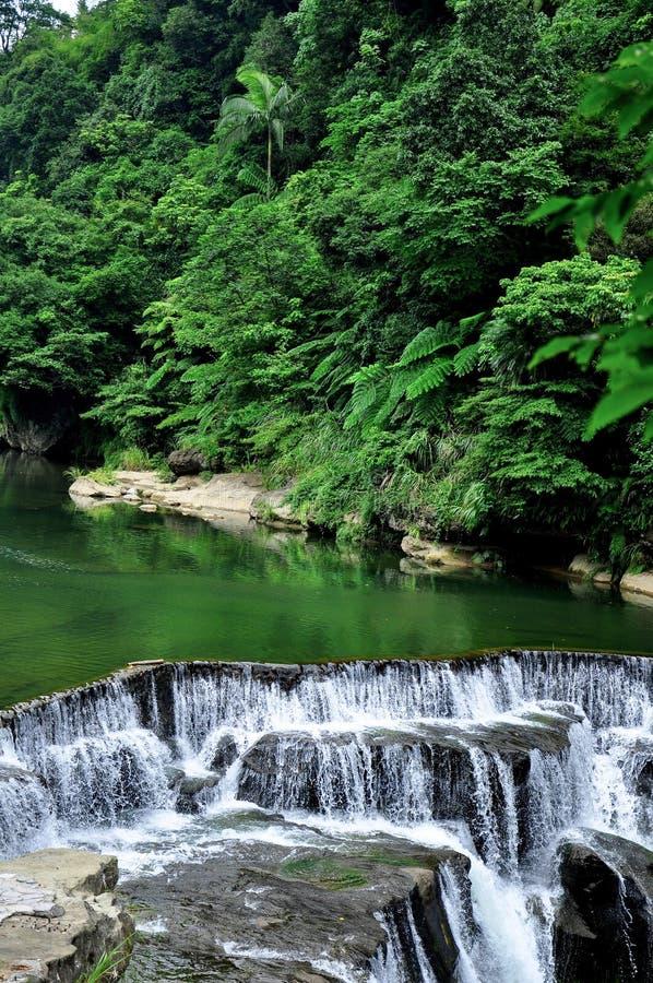 Shi Fen Waterfall em Taiwan fotografia de stock