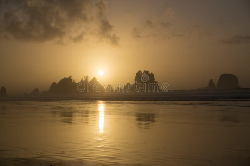 Shi Shi Beach Sunset Olympic National parkerar arkivbild