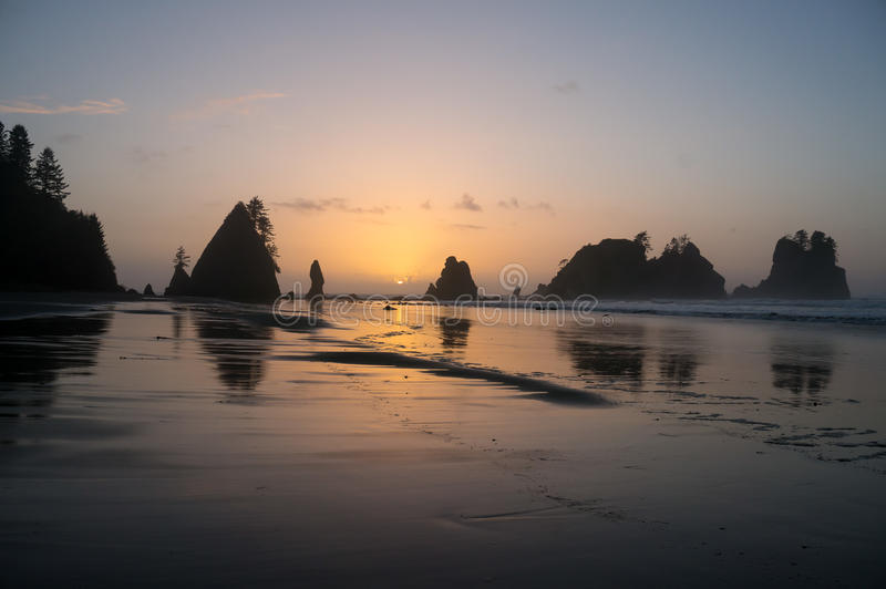 Shi Shi Beach Sunset Olympic National parkerar royaltyfri bild
