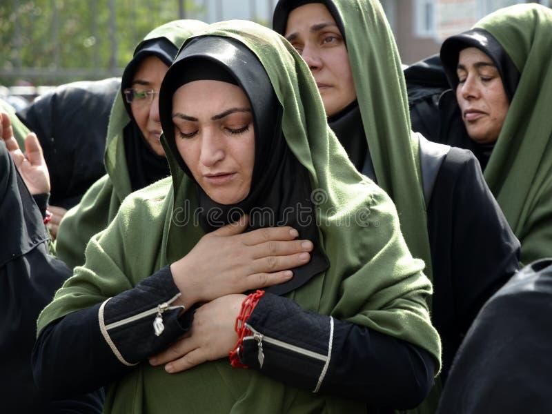 Shia Muslim-Frauen beklagen während Ashura stockbild