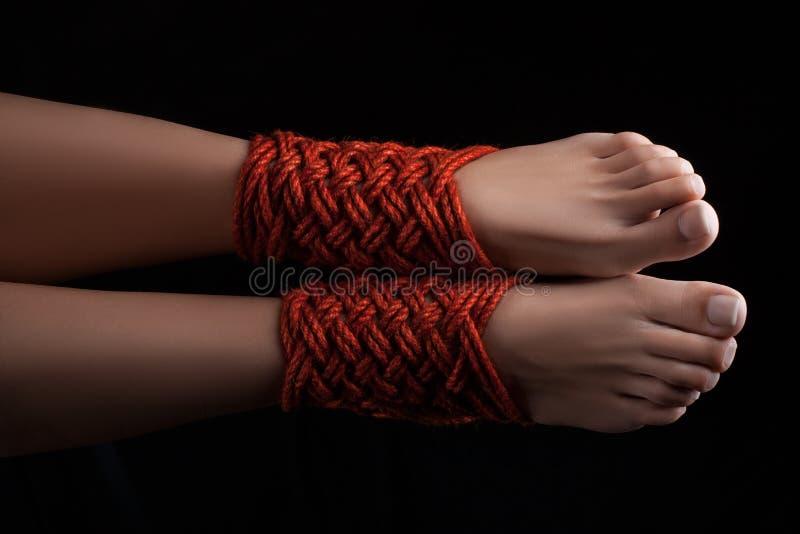 Shibari fêmea de dois pés imagem de stock