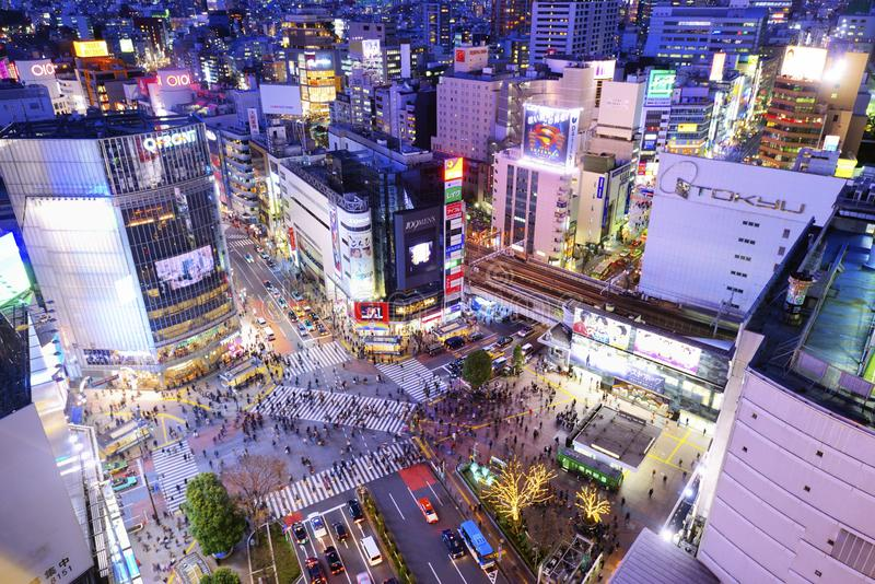Shibuya che attraversa Tokyo Giappone immagini stock