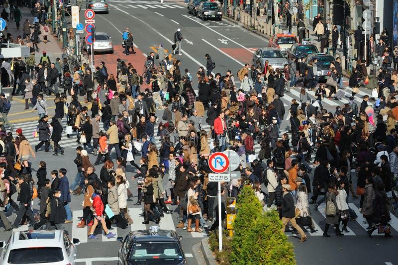 Shibuya som korsar Tokyo Japan arkivbilder