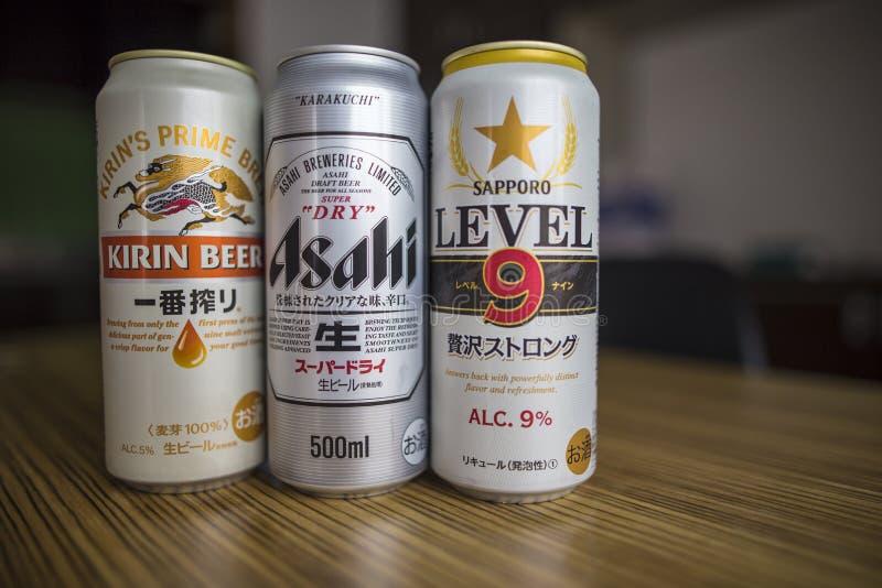 Shibuya, Tokyo/Giappone - 11 giugno 2018: Kirin della bevanda, Asahi e Sapporo importati editoriali, 3 marche importanti della bi fotografie stock libere da diritti