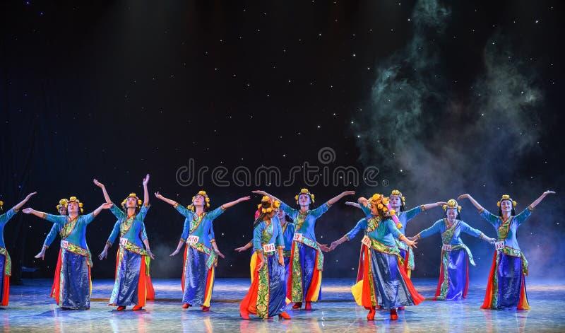 Shigatse flicka-kines folkdans royaltyfri foto