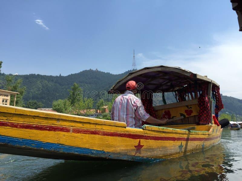 Shikara (boot) op Dal Lake royalty-vrije stock fotografie