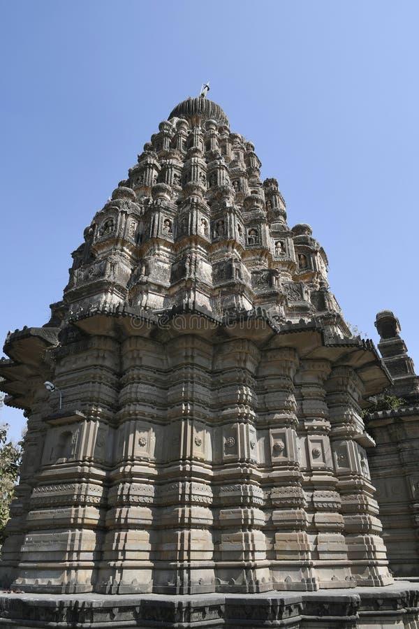 Shikhara细节,从Peshwas的期间的sangameshwar寺庙在玄武岩砌石的在萨斯瓦德,浦那 库存图片