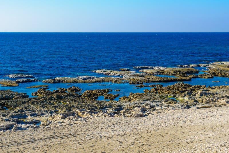 Shikmona-Strand, in Haifa lizenzfreies stockbild