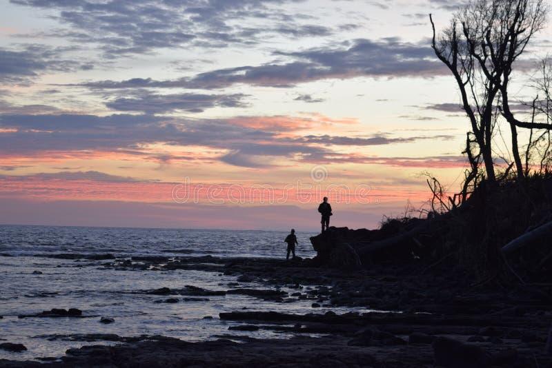 Shillhouettes do nascer do sol imagens de stock