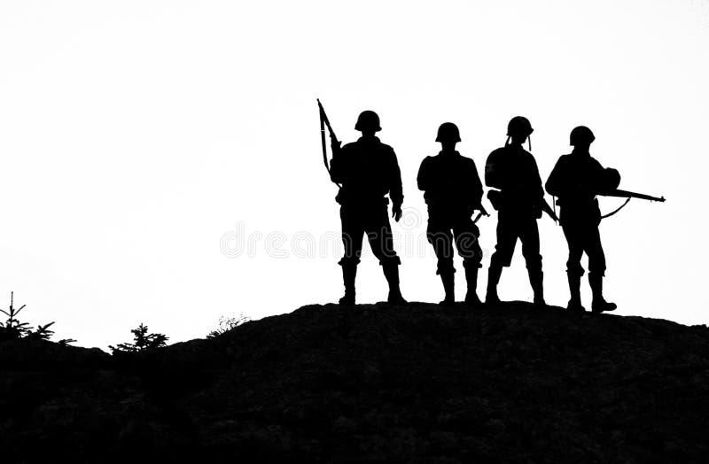 Shiluettes de soldat illustration libre de droits