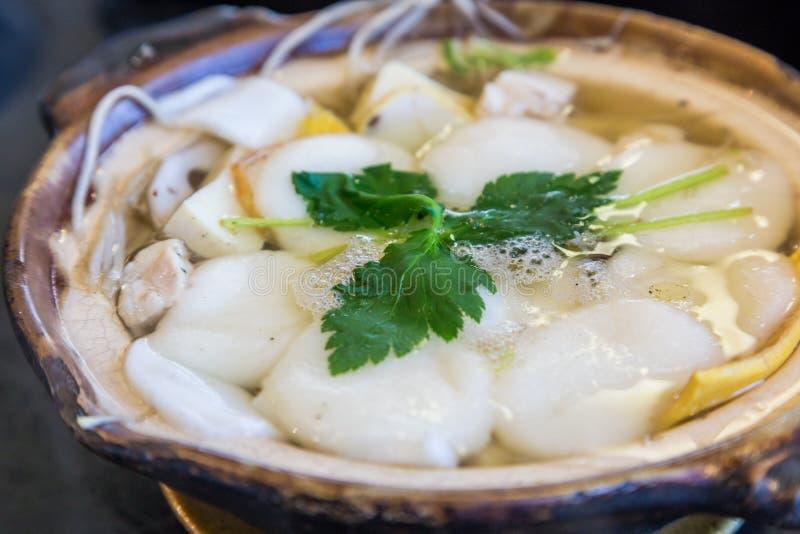 Shimabara traditionnel Guzoni - soupe avec le gâteau et les fruits de mer de riz images stock
