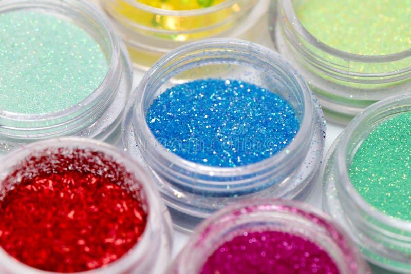 Shimmer και ακτινοβολεί στο μικρό πλαστικό κιβώτιο, κλείνει επάνω στοκ φωτογραφία με δικαίωμα ελεύθερης χρήσης