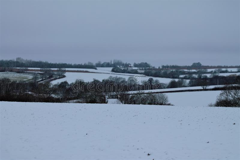 Shimpling Suffolk i snön royaltyfria foton