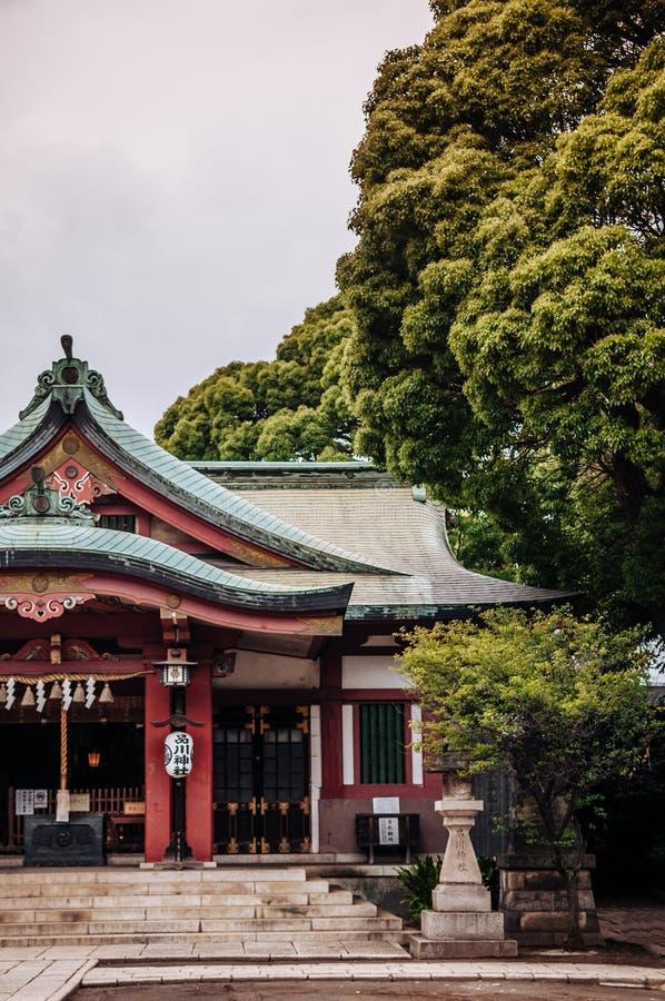 Shinagawa寺庙-与红色专栏的Shinagawa Jinja主要大厅  免版税库存图片