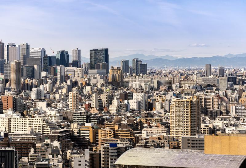 Shinjuku de los rascacielos de Tokio de la visión aérea imagen de archivo libre de regalías