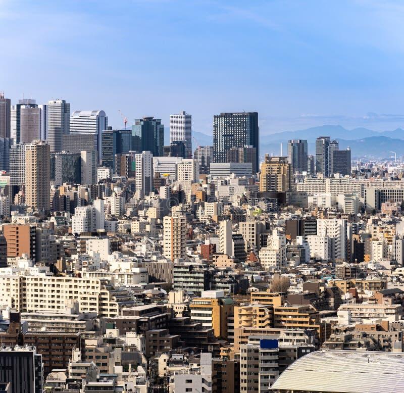 Shinjuku de los rascacielos de Tokio de la visión aérea imagenes de archivo