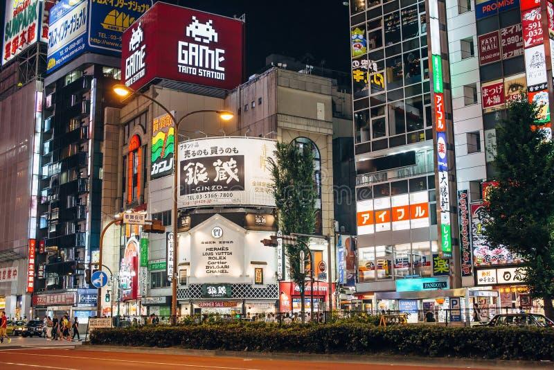 Shinjuku en Tokio, Japón imagenes de archivo