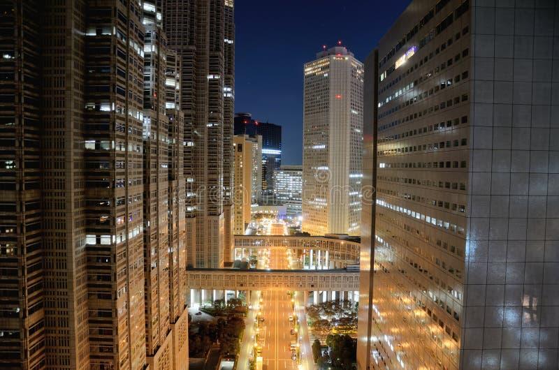 Shinjuku la nuit. photos libres de droits