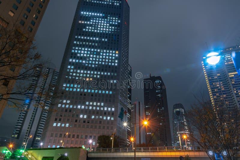 Shinjuku punktu zwrotnego biznesowi budynki przy nocą, Shinjuku, Tokio, Japonia obraz royalty free