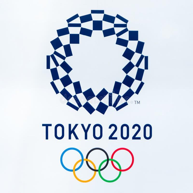 SHINJUKU TOKIO JAPONIA, Czerwiec, - 8, 2018: 2020 Tokio olimpiad loga symbol na Wielkomiejskim Rządowym budynku W środkowym mieśc ilustracja wektor