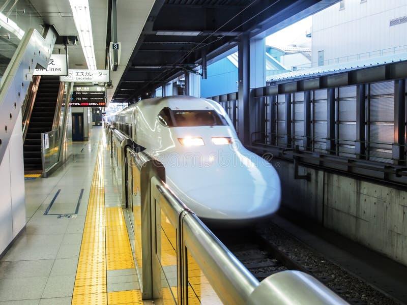 Shinkansen, сверхскоростной пассажирский экспресс Японии стоковое изображение rf