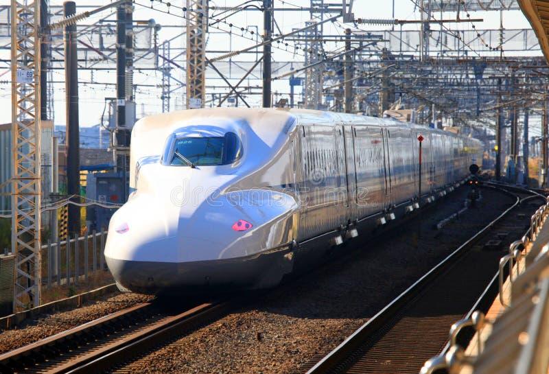 SHINKANSEN-KUGEL-ZUG JAPAN lizenzfreie stockbilder